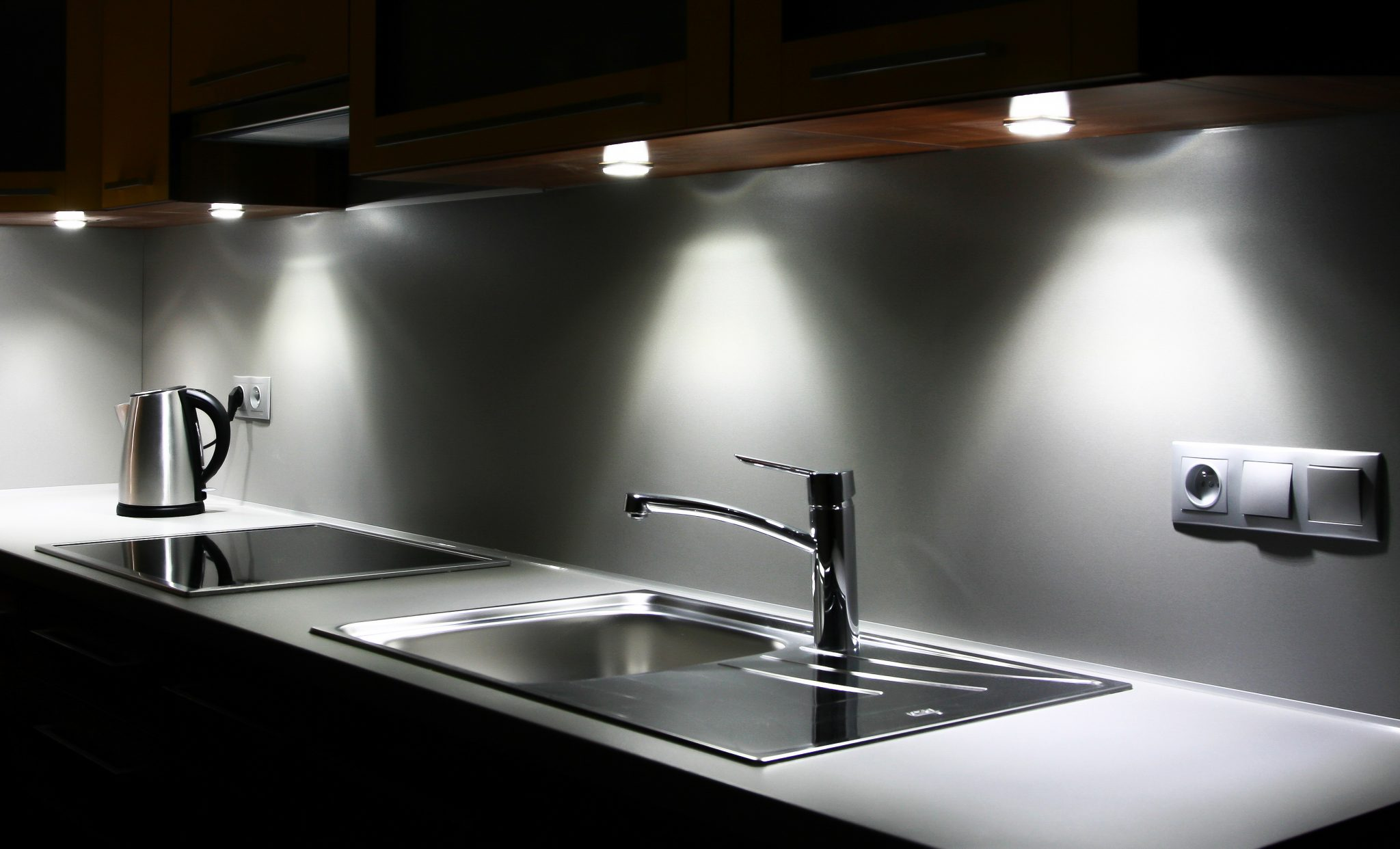 Kelowna Electrician | Epic-Electric-Under-Cupboard-Lighting-Adds-Ambiance-Kelowna-Kitchen