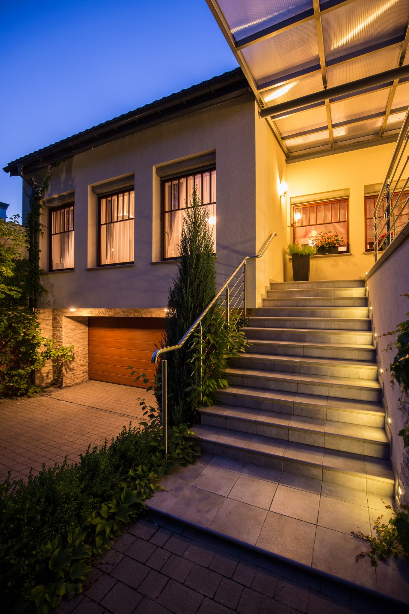 Kelowna electrician | Landscape Lighting